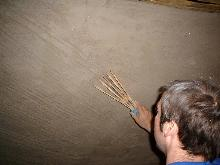 Attic room: application of scratch coat in lime plaster.