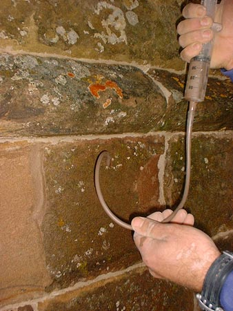 Mortar repair: gravity grouting to masonry.