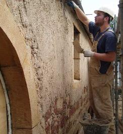 Sean Osmond applying Lime Mortar - Image courtesy of Caroline Vawdrey.